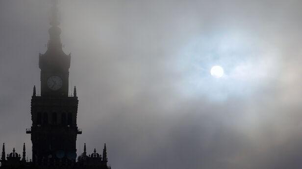 Smog nad Warszawą Schutterstock