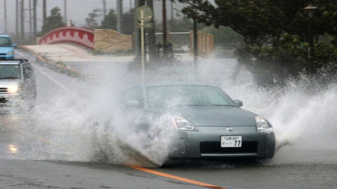 Supertajfun uderzył w Japonię. Co najmniej 20 rannych, 12-metrowe fale