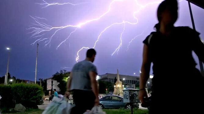 Niebezpieczna pogoda w Grecji. <br />Burze, silny wiatr, intensywne opady, pożary