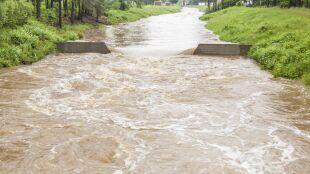Podtopienia, zalania. Miejscami sytuacja wciąż jest trudna