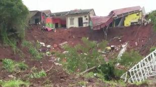 Osuwisko w Indonezji. Służby wciąż szukają 27 osób