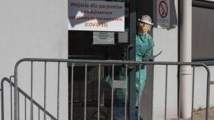 W ciągu doby w Polsce umiera więcej ludzi na COVID-19 niż w czasie całego sezonu grypowego